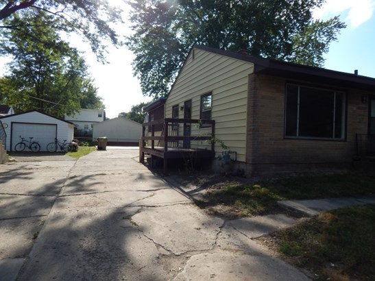Side and Driveway (photo 2)