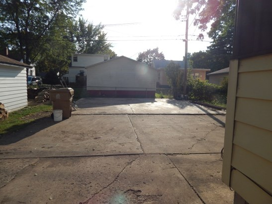 Driveway and Concrete Slab (photo 3)