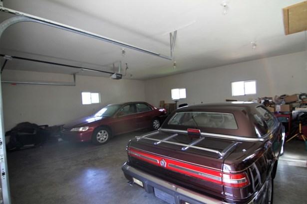 Garage Interior (photo 5)