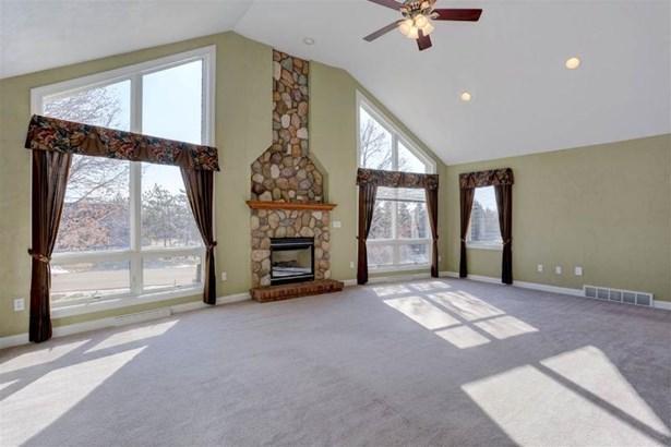 Great Views! / Living Room (photo 4)