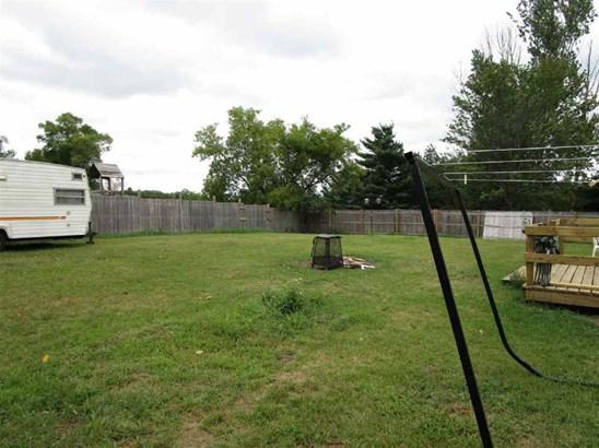 Nice big back yard (photo 4)