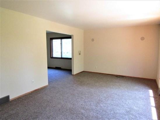 Spacious Living Room (photo 2)