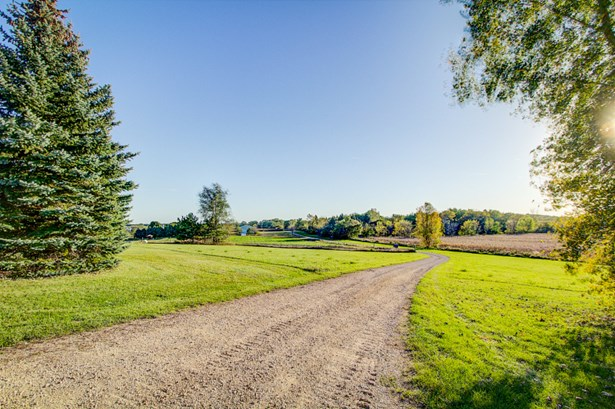 6.5acres minutes from Madison & Lakes (photo 1)