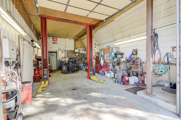 Flexible bays with 5 Garage Doors (photo 5)