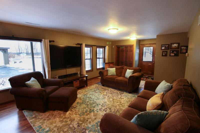 Large Rec Room (photo 4)
