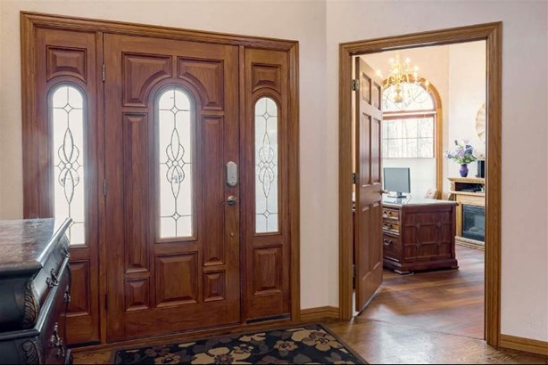 Front door entry (photo 2)