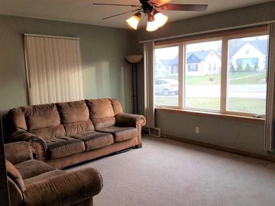 Large windows (photo 4)