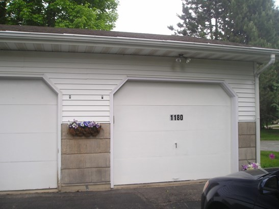 GARAGE RIGHT SIDE ONLY (photo 2)