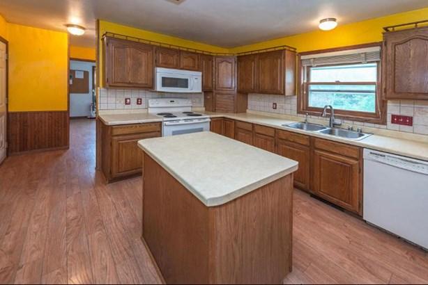 Kitchen with Prep Island (photo 5)