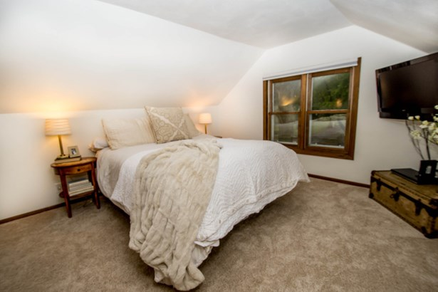 Upper Level Bedroom (photo 2)