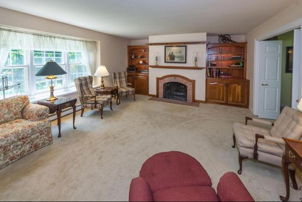 Family Room (photo 2)