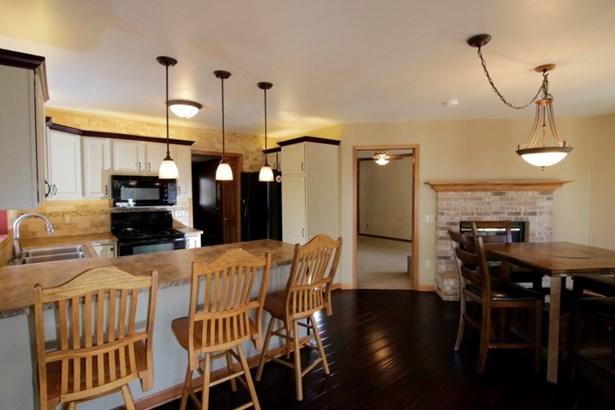 Kitchen/Dinette (photo 2)