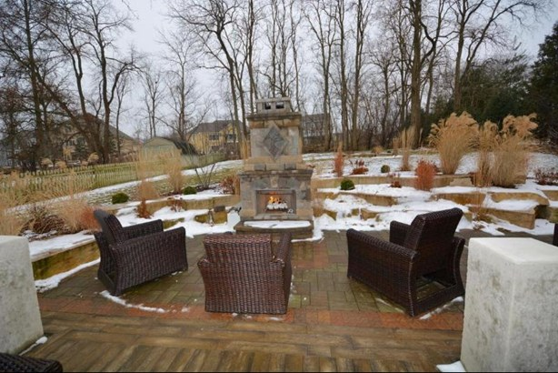 Backyard (photo 4)