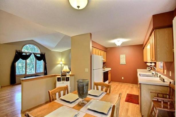 Kitchen into GR (photo 4)