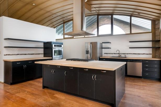 Newly Renovated Kitchen (photo 4)