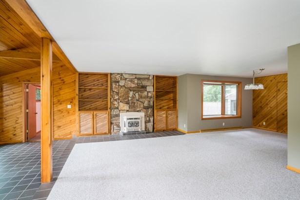 Living Room w/ Gas Fireplace (photo 2)