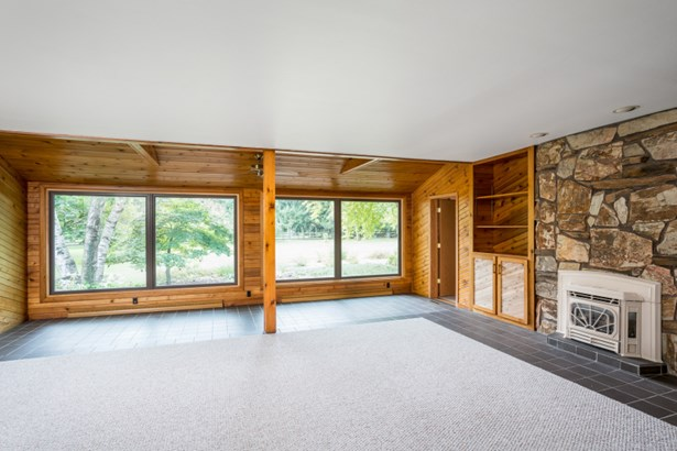 Living Room Looking to 4 Season Room (photo 3)