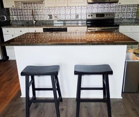 Kitchen Breakfast Bar (photo 4)