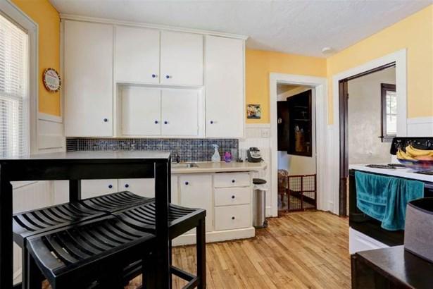 Kitchen Includes Stove (photo 4)
