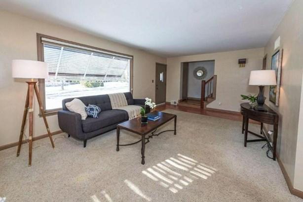 Living Room 3 (photo 3)
