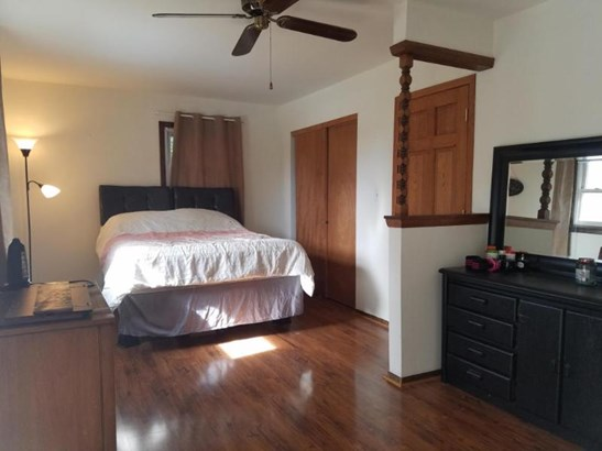 Huge Master Bedroom (photo 4)