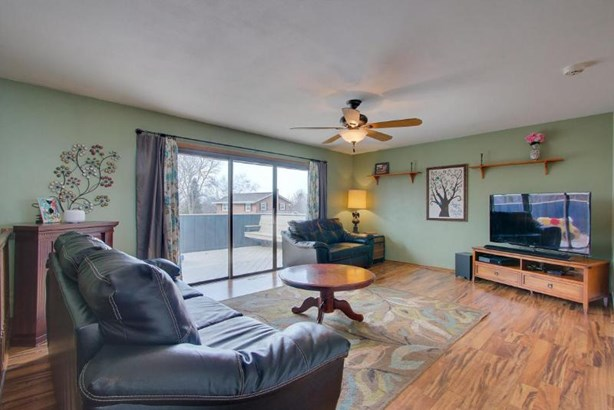 Great Room With Deck Access (photo 2)