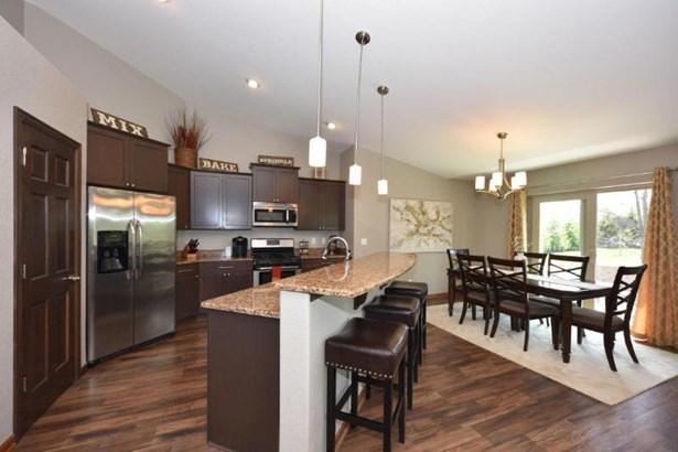 Kitchen/dinette combo (photo 3)