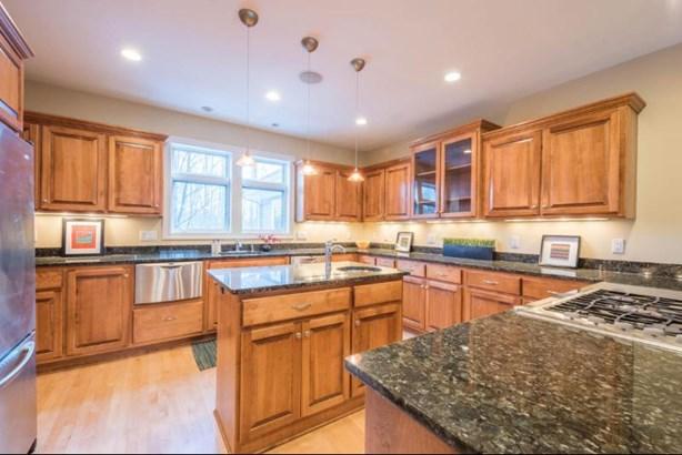 Gourmet kitchen with center island (photo 2)