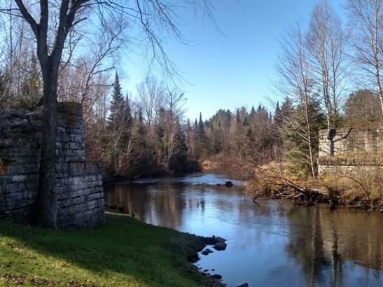 On the Scenic Pelican River (photo 2)