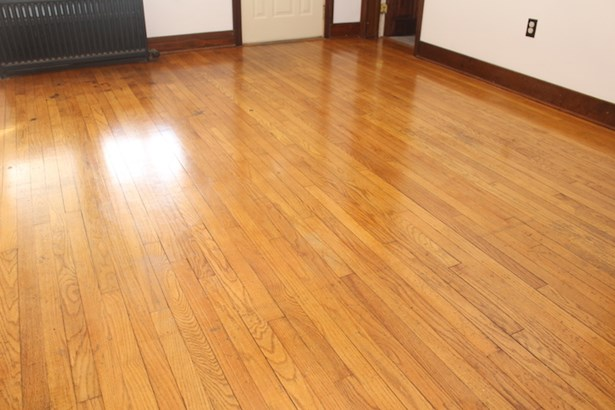 Beautiful wood floors (photo 5)