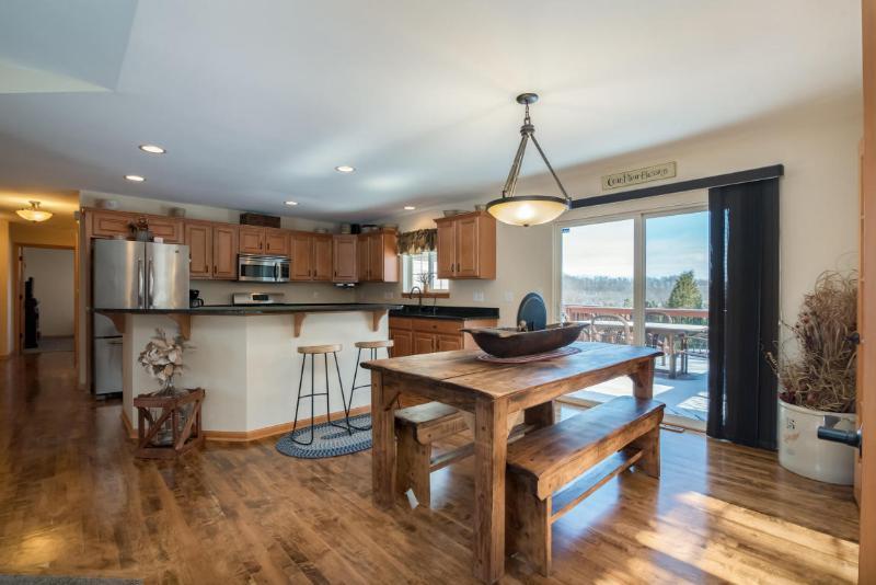 Kitchen / Dining (photo 5)