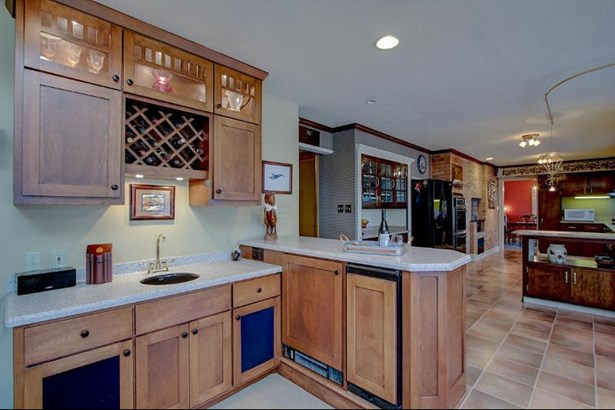 Wet Bar (photo 5)
