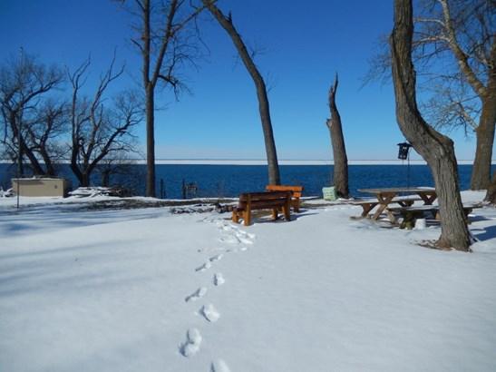 Lakeside view (photo 5)