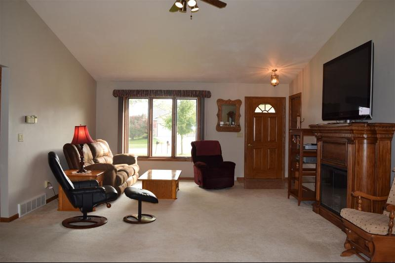 Family Room (photo 4)