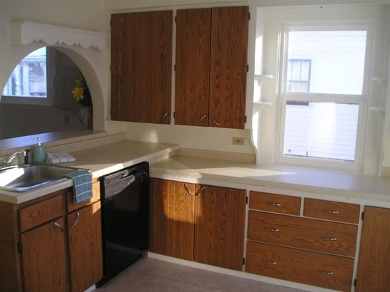 BRIGHT KITCHEN (photo 3)