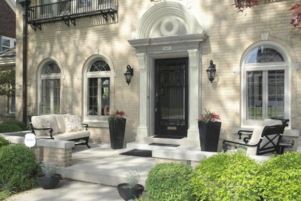 Front Porch & Entrance (photo 2)