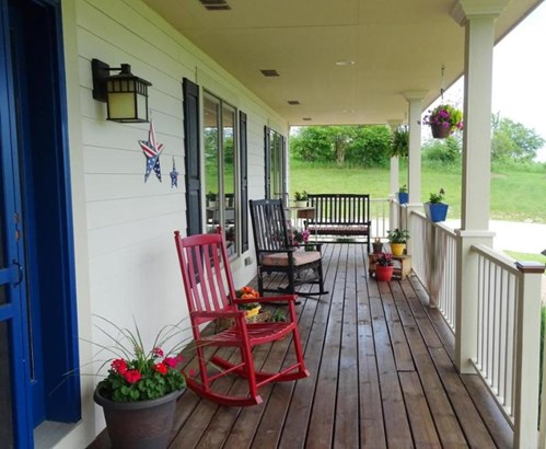 Front porch (photo 3)