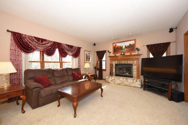 Warm Family Room (photo 3)