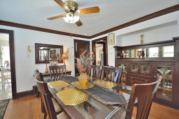 Dining Room with Built-Ins (photo 4)