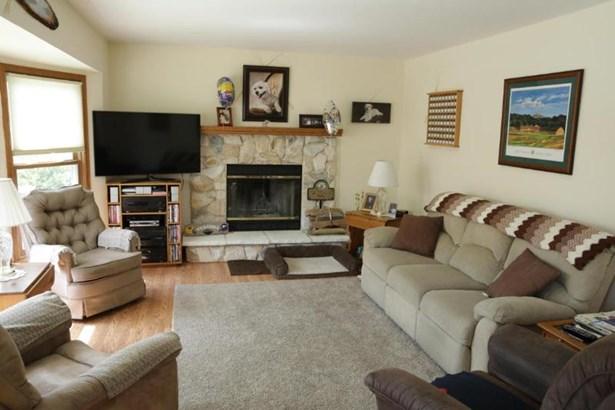 Family Room (photo 2)