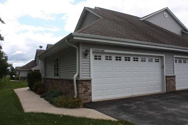 Private 2 car garage (photo 5)
