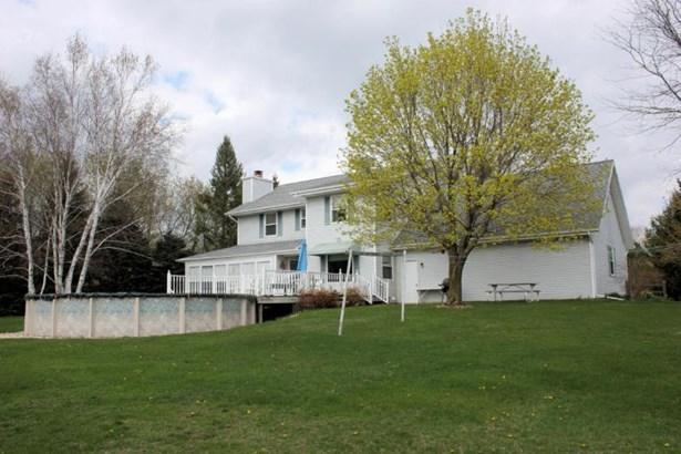 Back of house (photo 4)