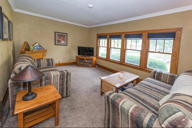 Spacious Living Room (photo 1)