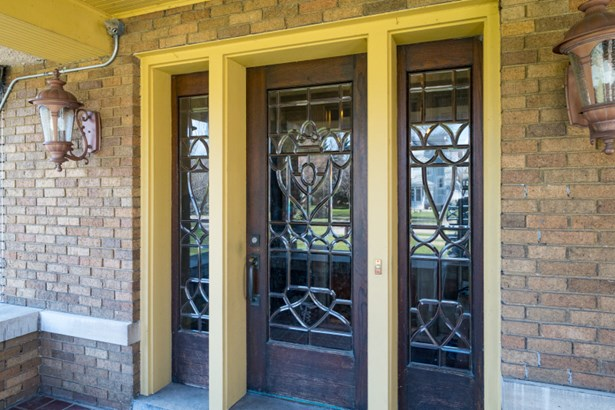 Stunning Front Entry Door (photo 2)