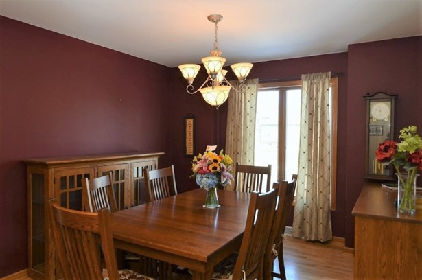 Dining Room (photo 2)
