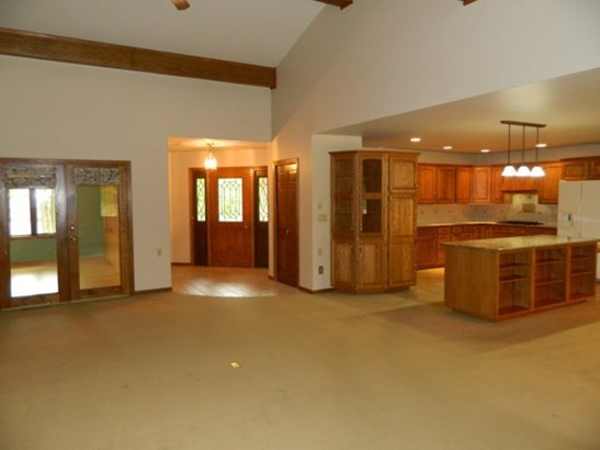 Vaulted Great Room (photo 5)