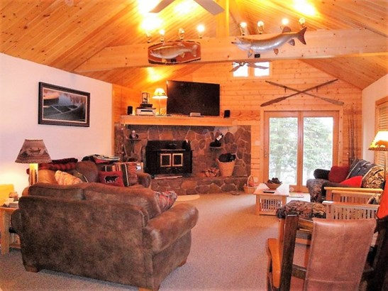 Vaulted Living Room (photo 2)