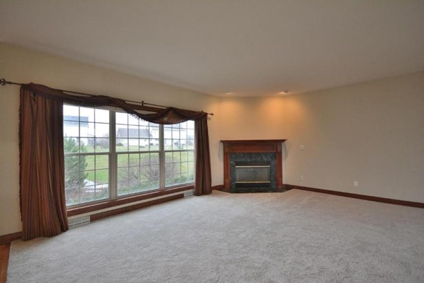 Family Room with Gas Fireplace (photo 4)