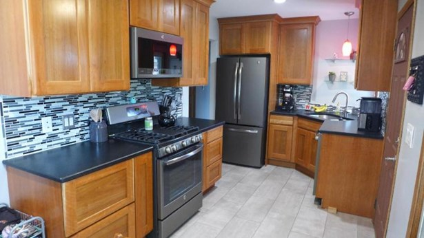 Gorgeous updated kitchen! (photo 5)