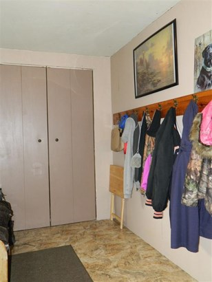 spacious mudroom (photo 3)